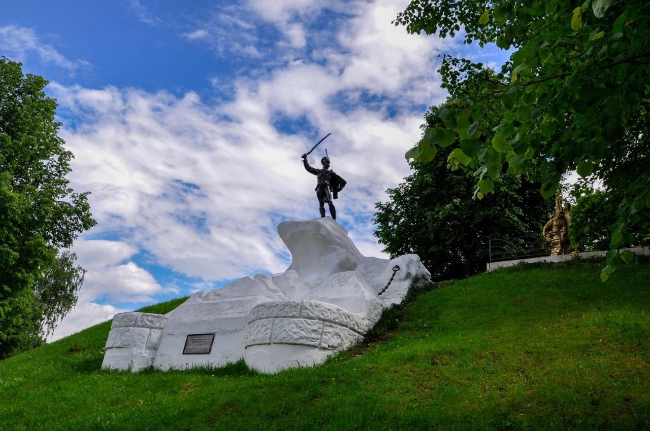 Верея, памятник И. С. Дорохову
