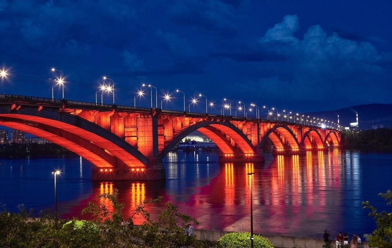 Набережная реки Енисей и Коммунальный мост