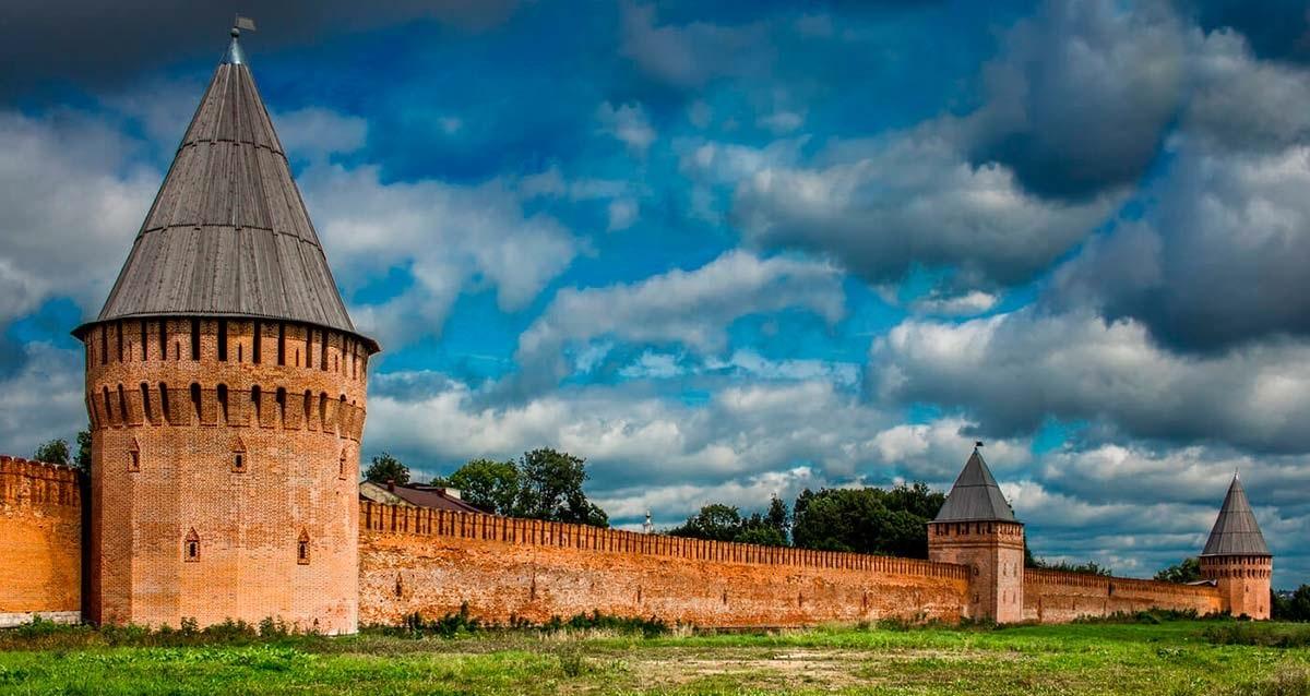 Крепостная стена и башни Смоленска