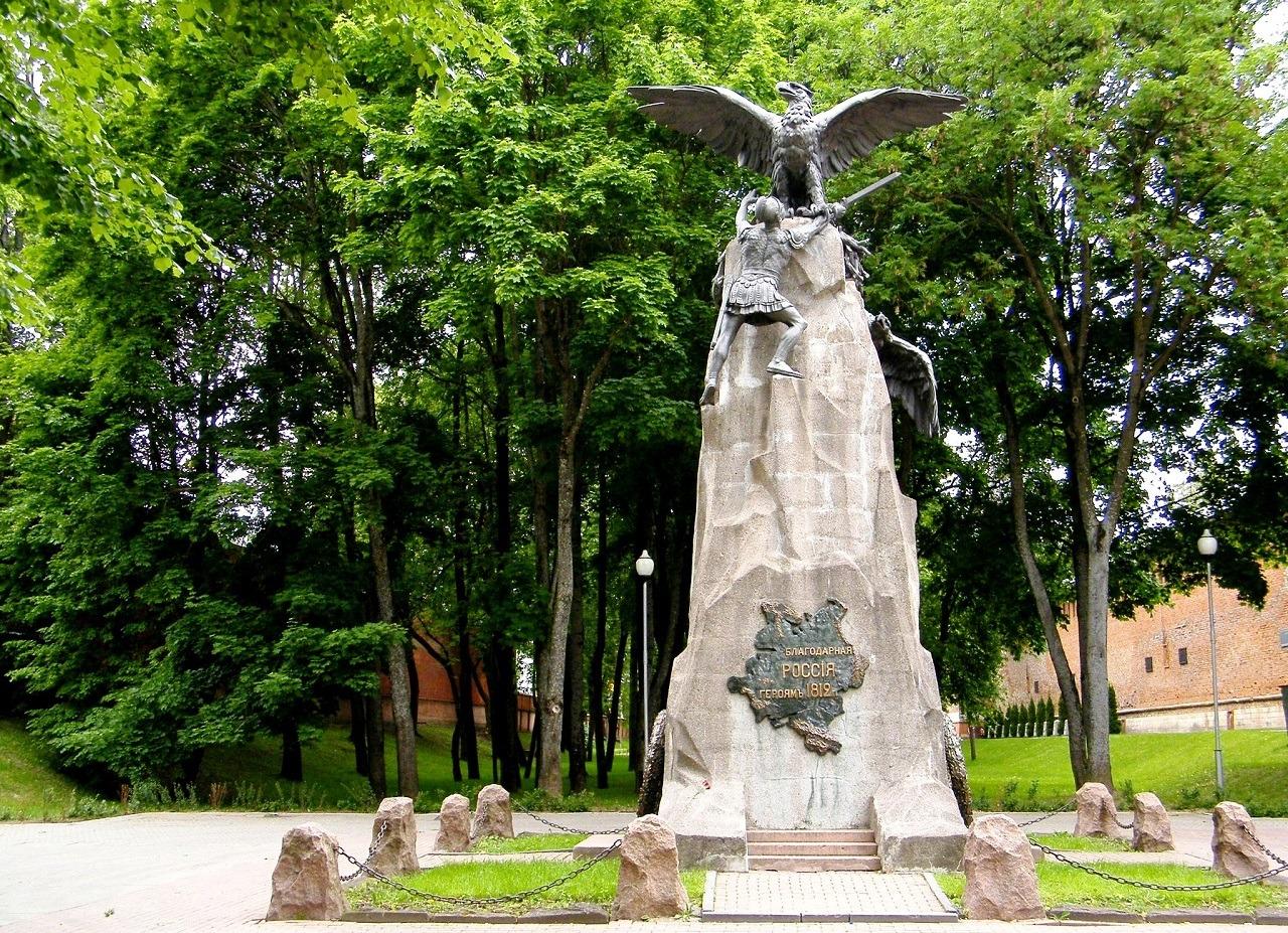 Памятник героям 1812 года в Смоленске