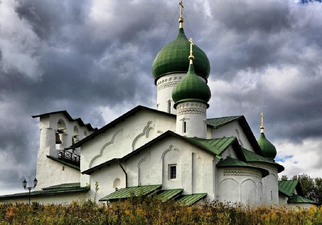 Церковь Богоявления со звонницей в Пскове