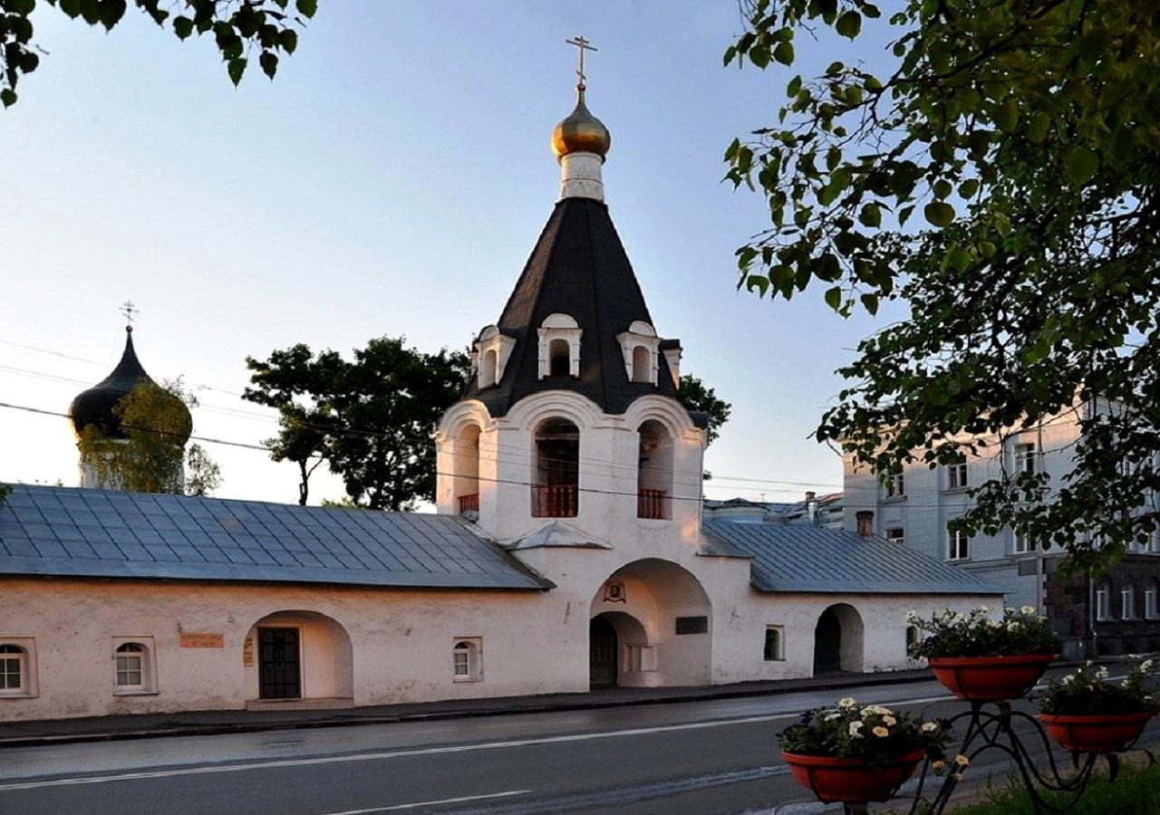 Церковь Михаила Архангела с колокольней